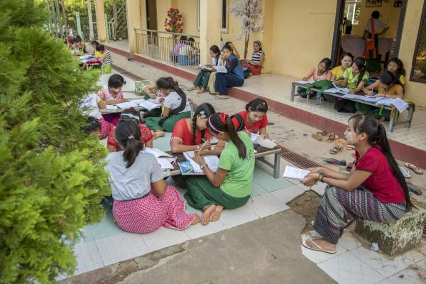 young women learn at a reintegration center in Myanmar photo:@Tdh/Gonzalo Bell